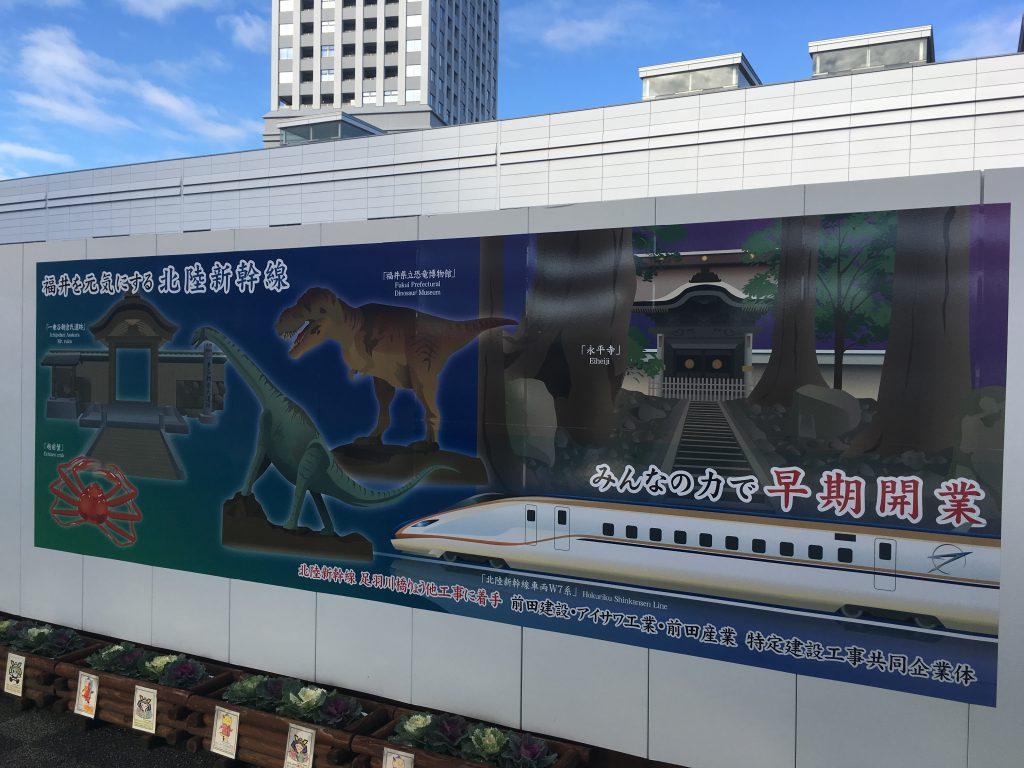 建物, 屋外, 電車, 跡 が含まれている画像  自動的に生成された説明
