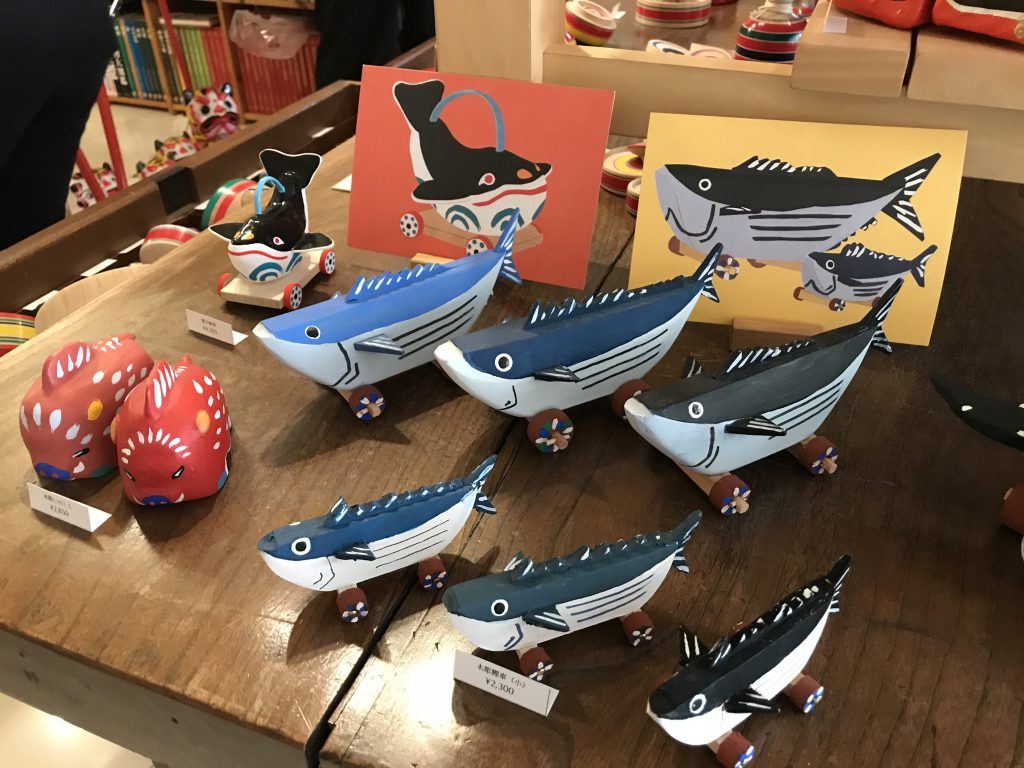 Whale-shaped toys with wheels