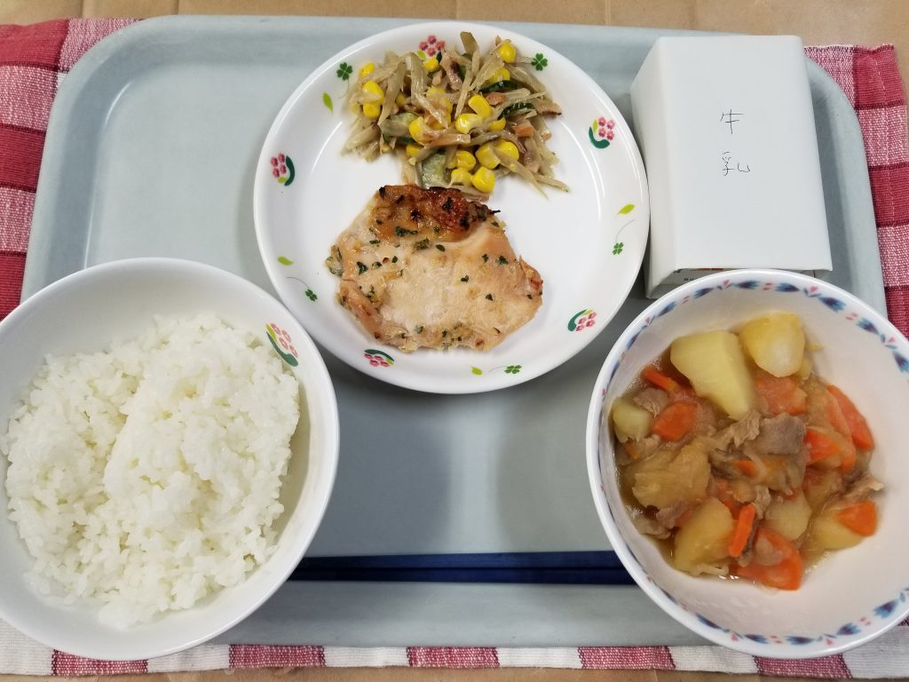 A meal made with rice, meat, vegetables and a soup of vegetables