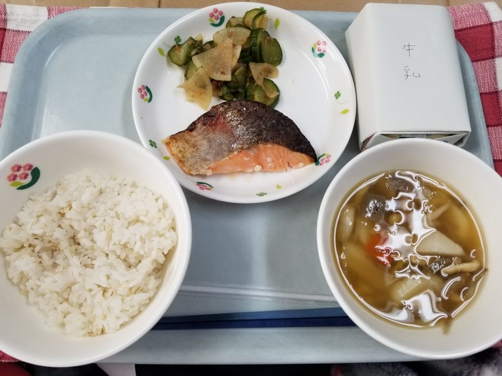A meal made with rice, vegetables and a soup of mushrooms and vegetables
