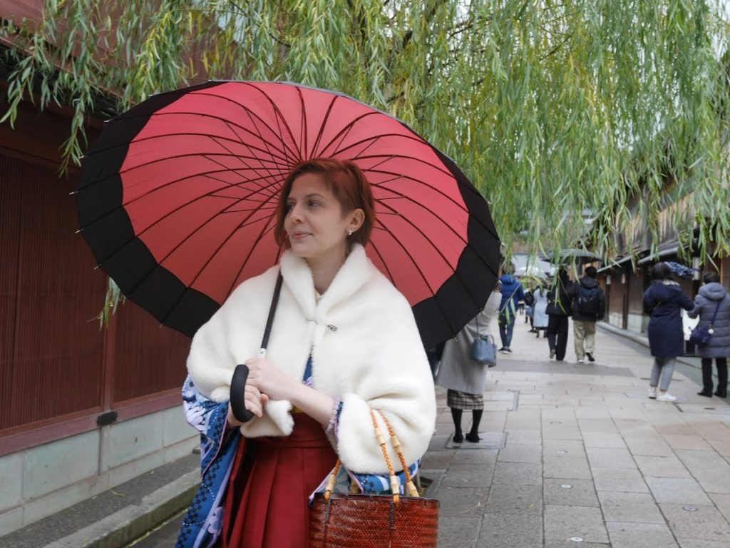 Amelie is dressed in a hakama in the streets of Kanazawa